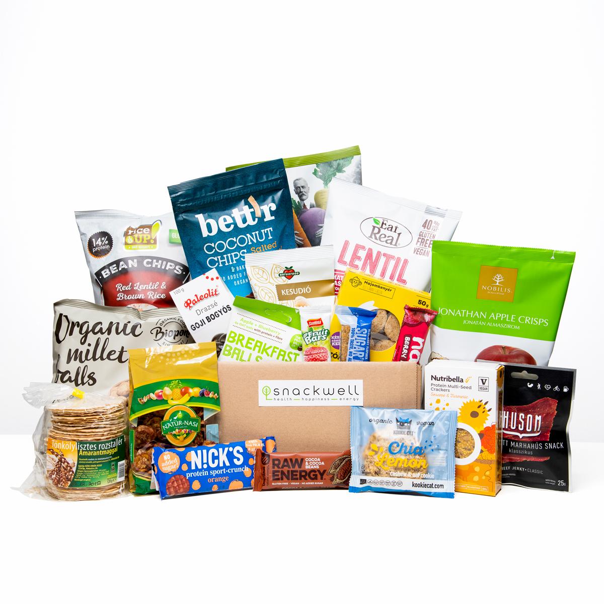 Egészséges snackek egy dobozban (nagy), pl kókuszchips, gyümölcsszelet, zabszelet, lencsechips, kesudiós keksz, algachips, aszalt banán, bio kölesgolyó, almaszirom.