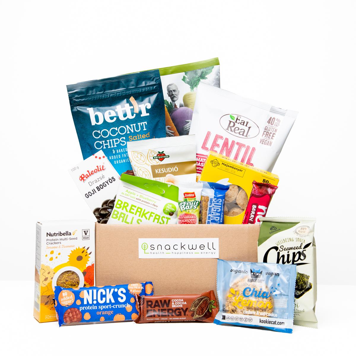 Egészséges snackek egy dobozban (közepes), pl kókuszchips, gyümölcsszelet, zabszelet, lencsechips, kesudiós keksz, algachips.