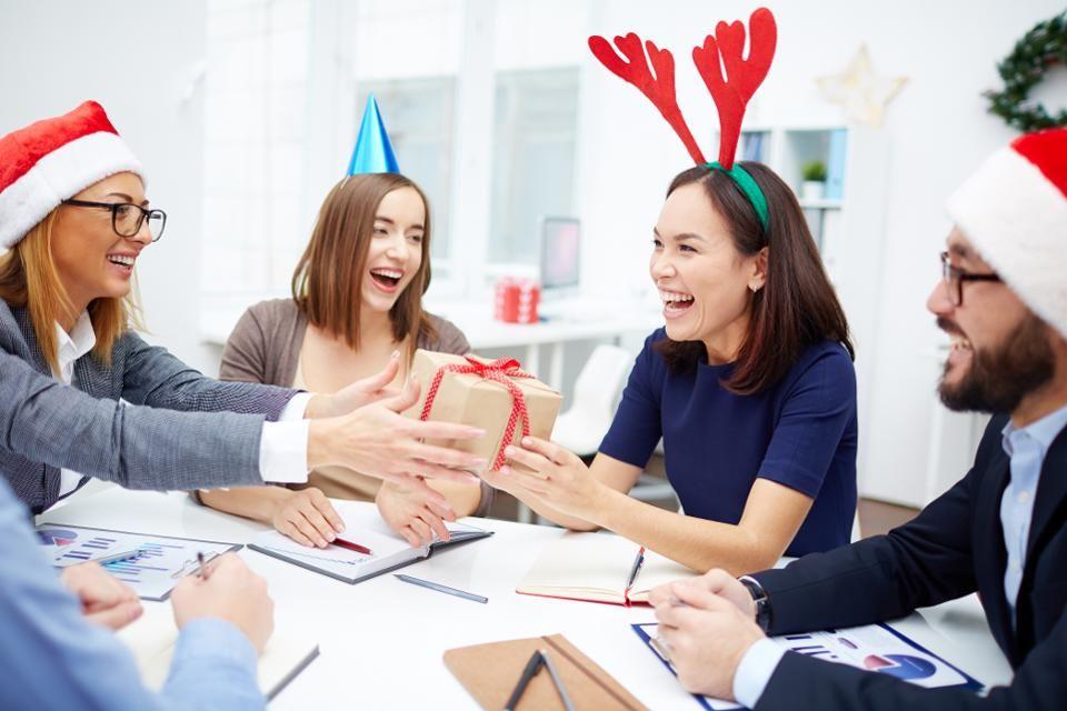 7 kreatív céges ajándékötlet, nem csak karácsonyra