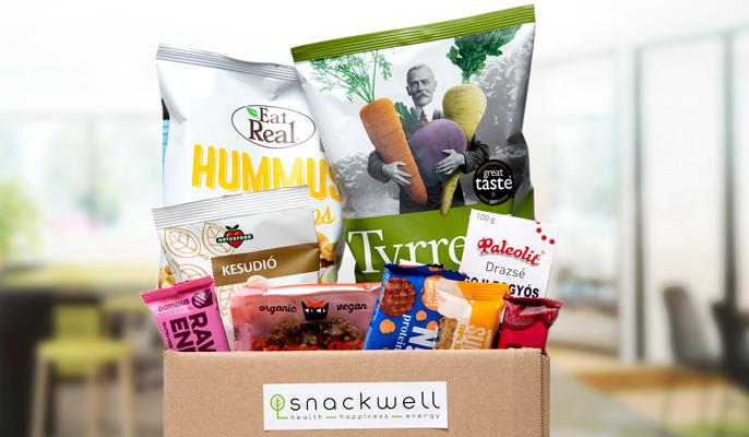Egészséges snackek Snackwell dobozban: Eat rel hummus chips, Tyrrell's zöldség chips, Naturfood kesudió, Bombus gyümölcs szelet, Kookie kat mentes keksz, Nick's fehérjeszelet, Ma Baker zabszelet, Nakd szelet, Paleolit drazsé.